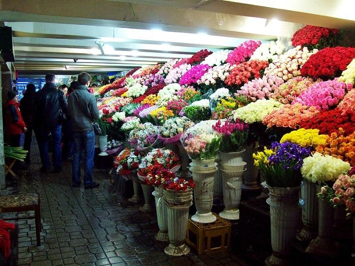 Женщинам в России нужно дарить только четное количество цветов. | Фото: img-fotki.yandex.ru.