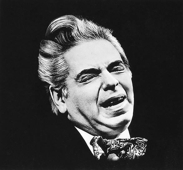 В последние годы Аркадий Райкин очень сильно болел. Каждый выход на сцену становился для него настоящим подвигом. Он умер 17 декабря 1987 года (по другим данным, 20 декабря 1987) в возрасте 76 лет от последствий ревмокардита. Артист снялся в 28 картинах, над множеством из них работал как постановщик, до конца жизни оставался художественным руководителем театра, был автором множества театральных программ и обладателем наград
