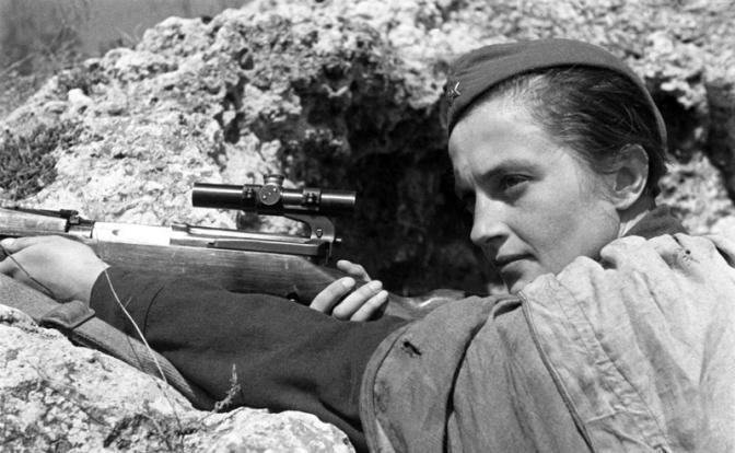 Девушка-снайпер против немецкой артиллерии...