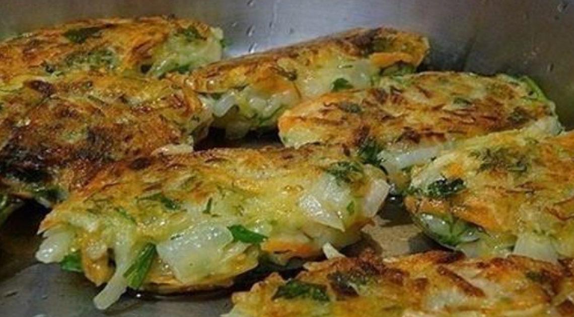 Блюдо только для ценителей — луковые котлеты с картофелем и зеленью.