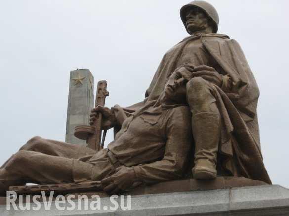 Российские бизнесмены готовы выкупить советские памятники у Польши