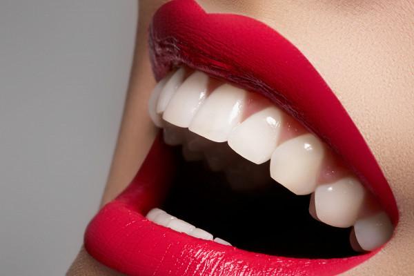 Кому противопоказано отбеливание зубов