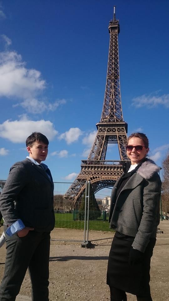 Так победим! Надя Савченко встретила День святого Валентина в Париже
