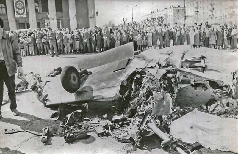 «Кровавое воскресенье» Нижнего Тагила: как самолет врезался в толпу 9 мая 1993 года