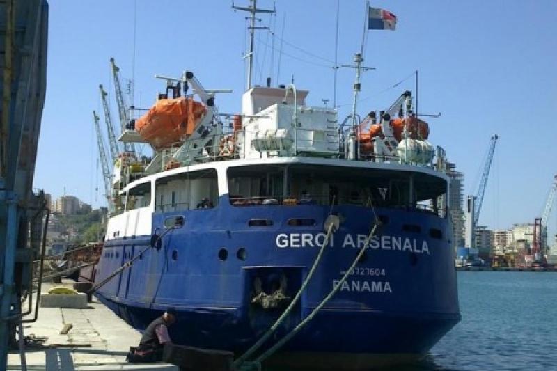 Украинские суда выгоняют из Керченского пролива. В Киеве считают убытки