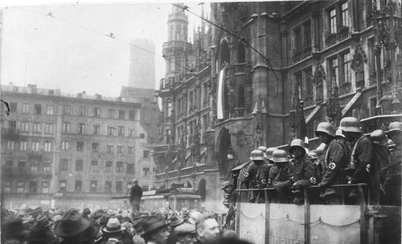 9 ноября 1923 года Адольф Гитлер и его сторонники предприняли попытку переворота в Мюнхене