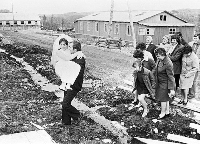 Интересные фотографии, посвященные традиции бракосочетания в СССР