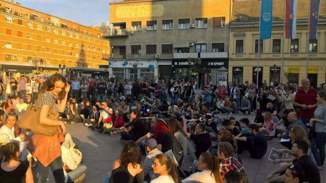В Сербии начались массовые п…