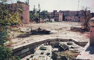 УДЕРЖАТЬ ЛЮБОЙ ЦЕНОЙ.  Неизвестная операция группы «Альфа» 1996 года в Грозном.
