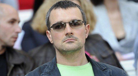 «Я до сих пор продолжаю ее завоевывать»: артист Егор Бероев счастлив в браке уже почти 20 лет