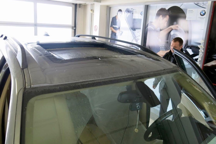 Как бьется панорамное стекло в крыше BMW x5. Автопутешественникам на заметку