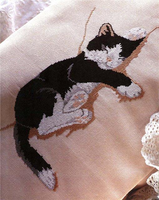 """Идея для подушки — вышивка крестом """"Спящая кошка""""(со схемой)"""