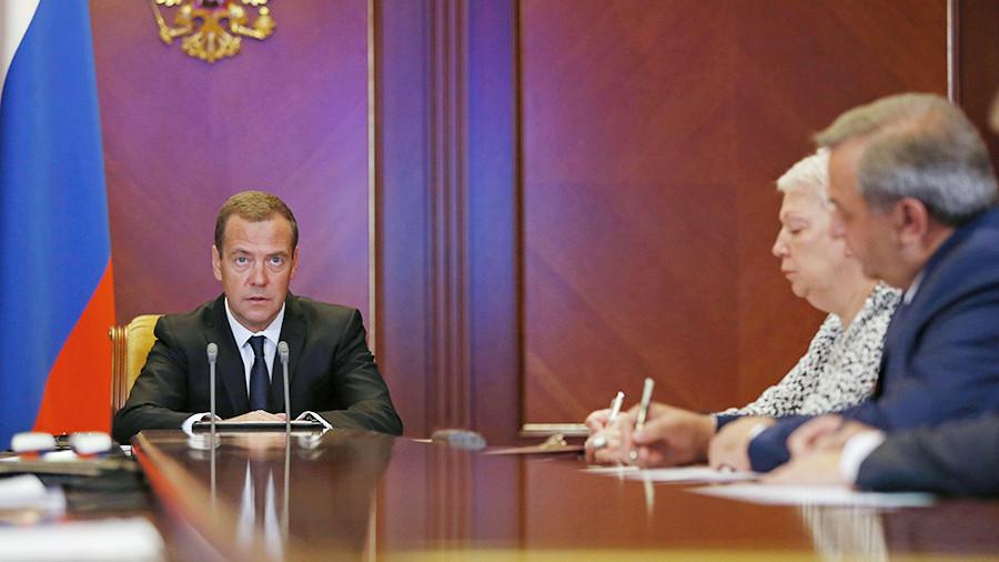 «Проверьте еще раз и еще раз потом мне отдельно доложите»: Медведев поручил Васильевой проверить данные о зарплатах учителей