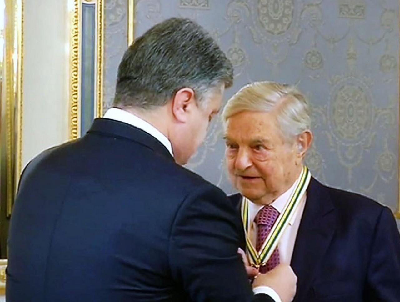 За новой атакой на Порошенко стоит Джордж Сорос