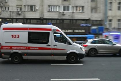 Упавший на рельсы в московском метро мужчина умер