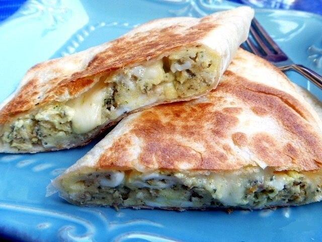 Кесадилья с сыром и яйцами — быстрый и очень вкусный завтрак!