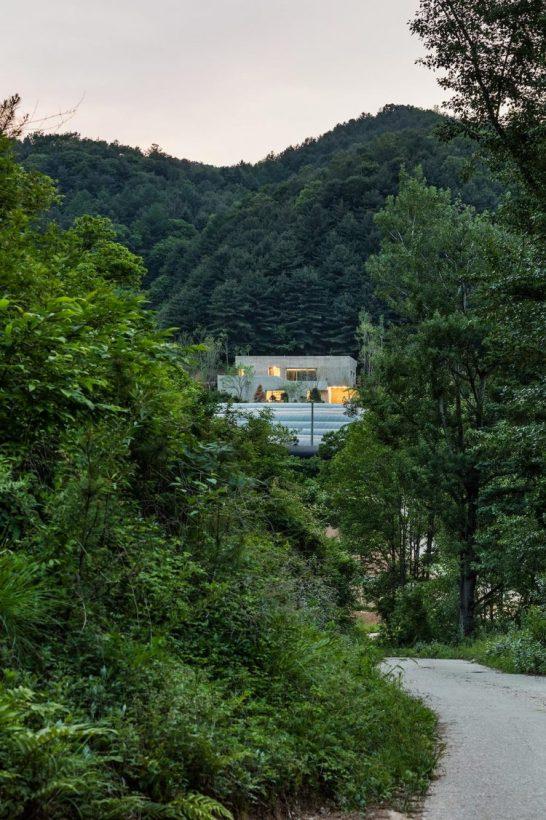 Вилла с видом на реку в Корее