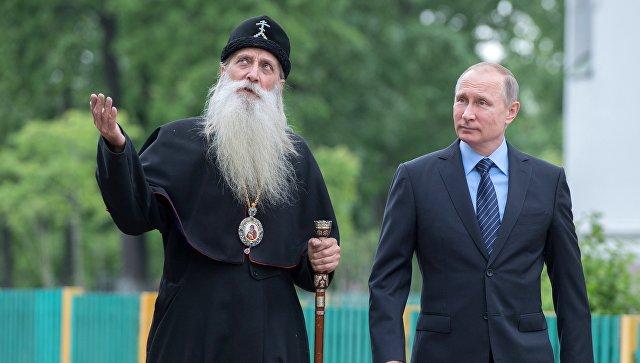 """Майор Голубев или связной Трампа?: """"Привет!""""-Путин поприветствовал голубя"""