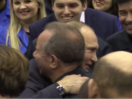 Владимир Путин: Давайте я вас расцелую