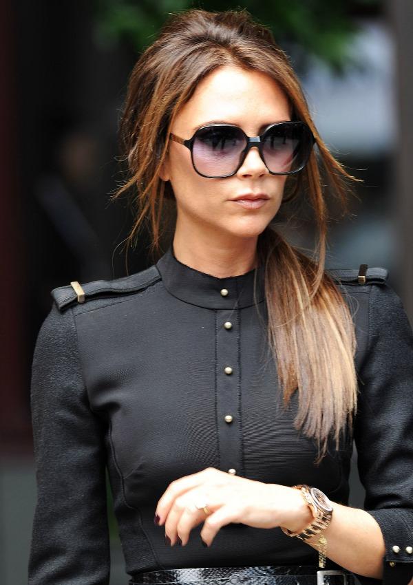 Надо именно так: 10 стильных основ гардероба Виктории Бекхэм