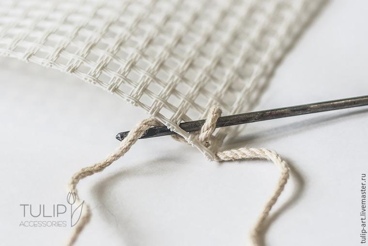 Вяжем по канве уютный коврик