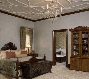 Используйте фризы для декора всей поверхности потолка