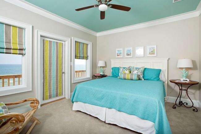 Спальня в морском стиле с видом на море