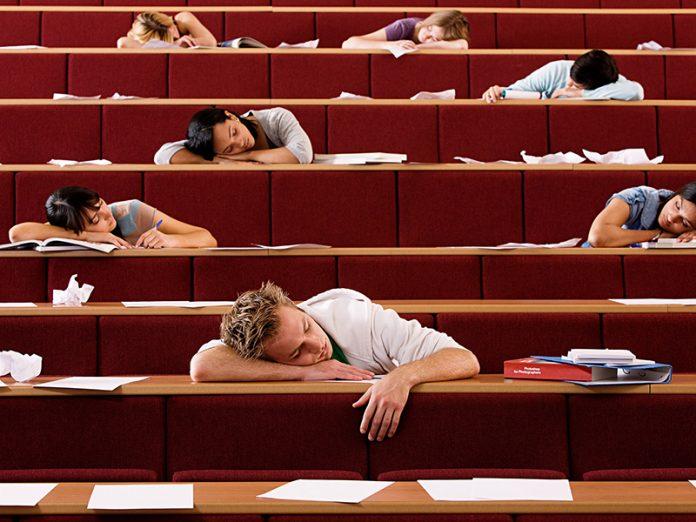 В институте, на пятой паре все очень устали. Тут, преподаватель сделал предложение…