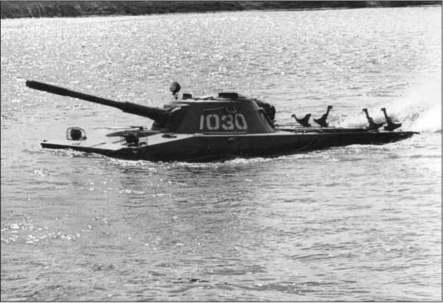 Рассказы об оружии. Плавающий танк ПТ-76 снаружи и изнутри