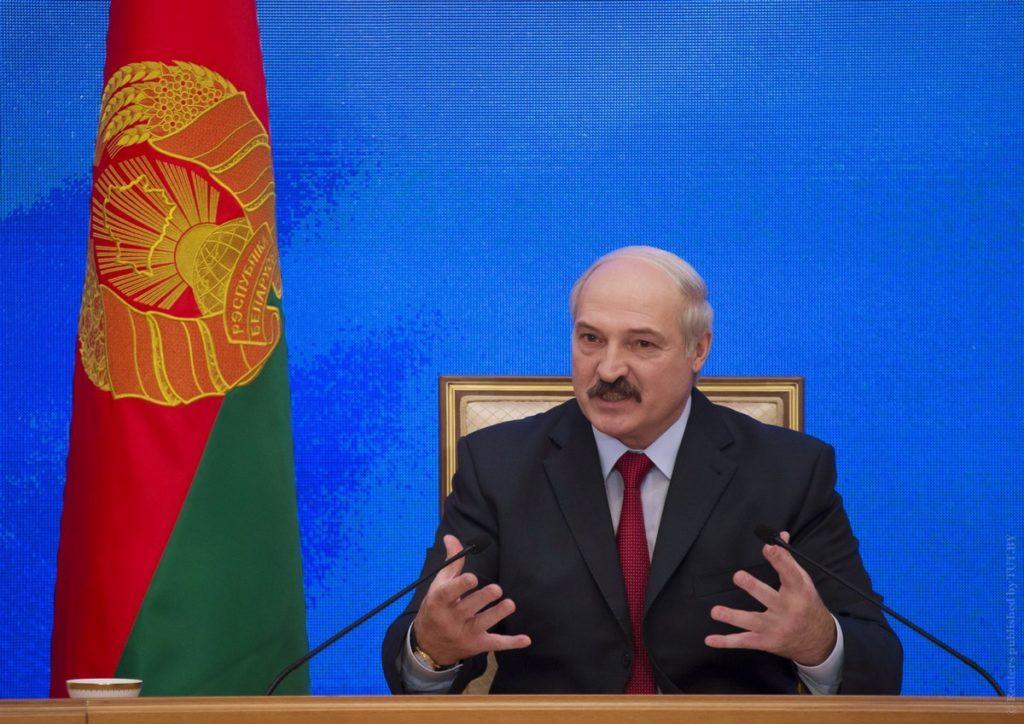 Лукашенко: украинского варианта в Беларуси не допустят