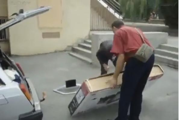 Погорельцам с Ростова подарили телевизор. Губернатор уехал-забрали!