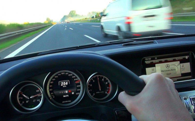 Mercedes E63 AMG автобан, германия, дороги