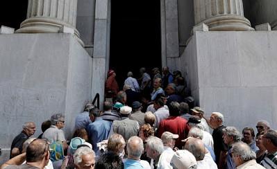 Игра окончена: В Италии началось массовое изъятие вкладов, автоматы опорожнены
