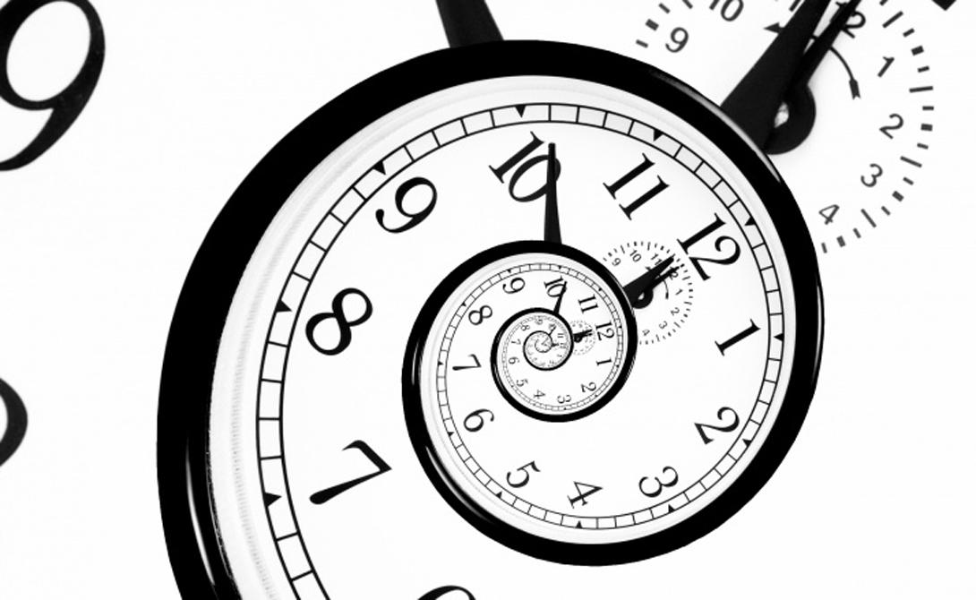 Замедление времени Еще одна необъяснимая особенность этих странных космических образований заключается в их способности замедления течения самого времени. Теоретически, у самого горизонта событий черной дыры время для космонавта будет двигаться так быстро, что он может переместиться в будущее.