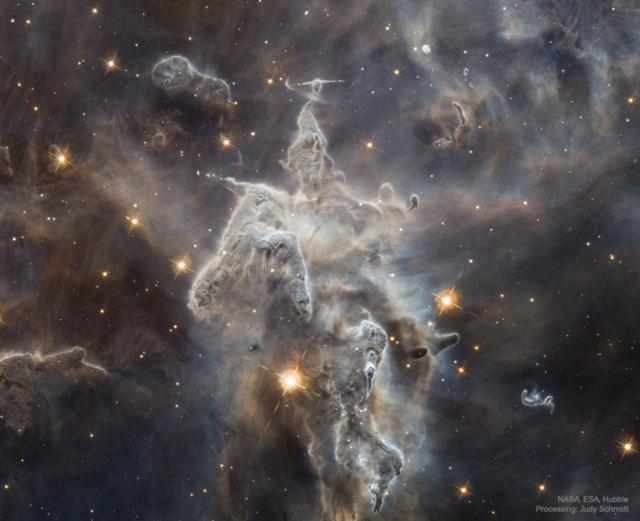 Разрушающийся «космический монстр»: фото