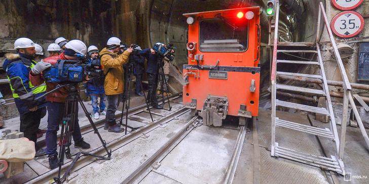 Строители завершили проходку тоннеля Кожуховской линии под сиреневой веткой метро Москвы