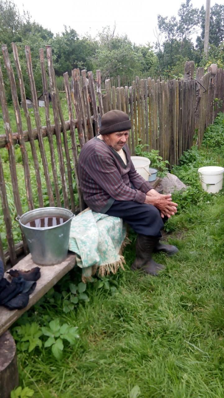 Хочу показать вам одну из сотен  деревень глубинки России.. где время остановилось...