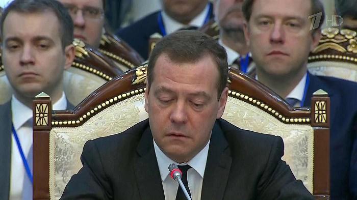 Депутат от КПРФ Рашкин попросил СК проверить «тайную империю» Медведева