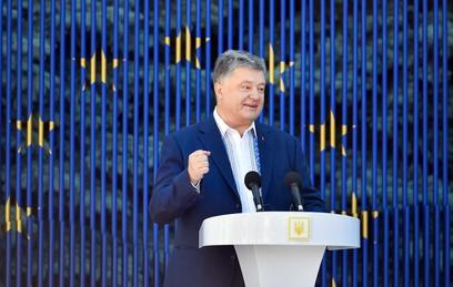 Порошенко поздравил Украину с безвизом с ЕС стихами Лермонтова