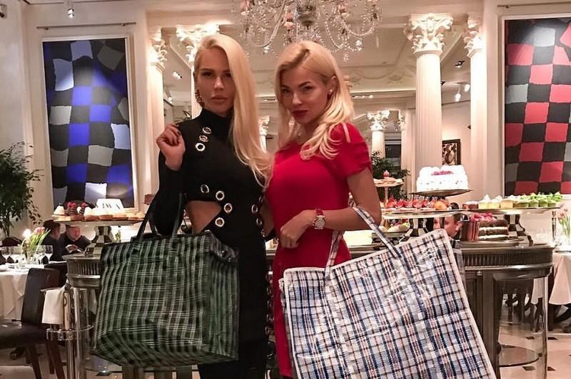 Мария Погребняк похвасталась «челночной» сумкой за 120 тысяч рублей
