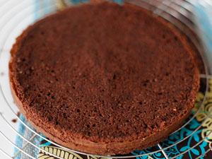 Шоколадный торт с абрикосовым вареньем