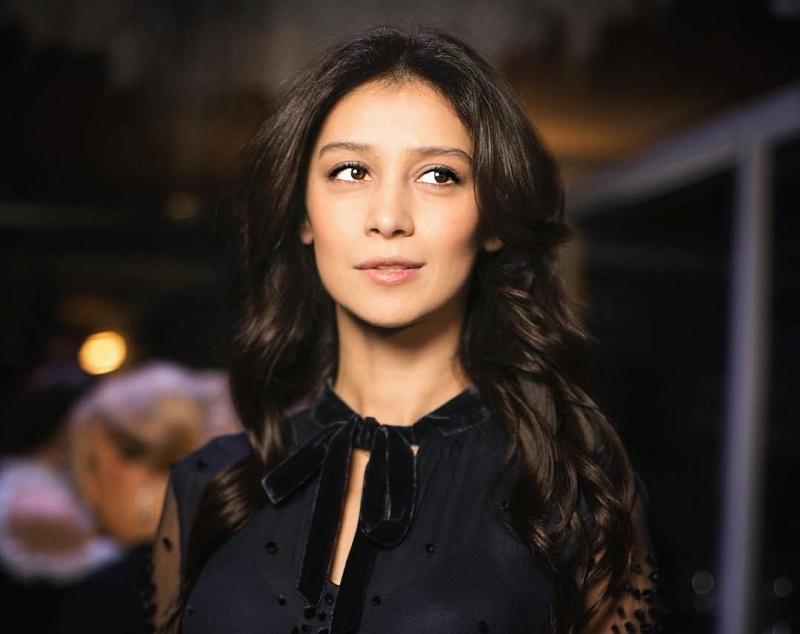 Равшане Курковой уже 37, а она до сих пор выглядит на 25! Актриса любезно поделилась своими секретами красоты и молодости