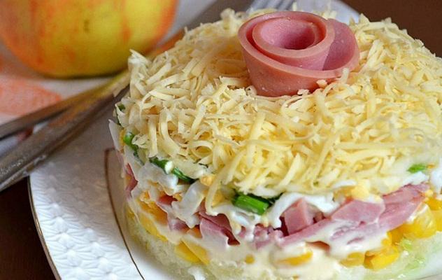 Салат нежность с ветчиной и сыром