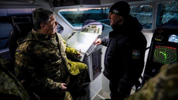 Как Порошенко испытывал «новейший» военный катер, который был построен пять лет назад
