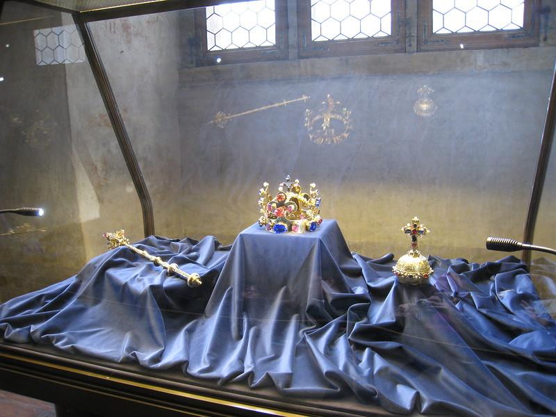 Мстительные короны  монархов:  страннвя карающая  сила царских венцов