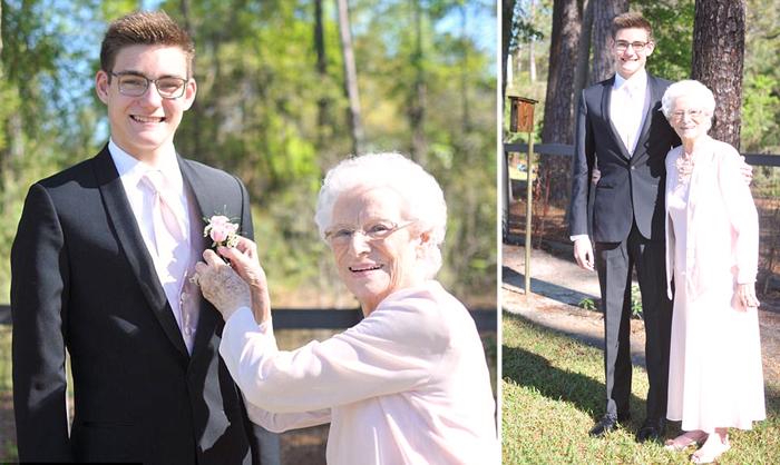 Внук взял свою бабушку в качестве пары на свой выпускной.