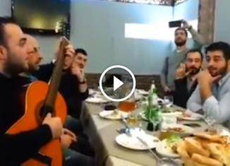 «Эх, дороги» на грузинском застолье. Эти мужчины поют не голосом а сердцем