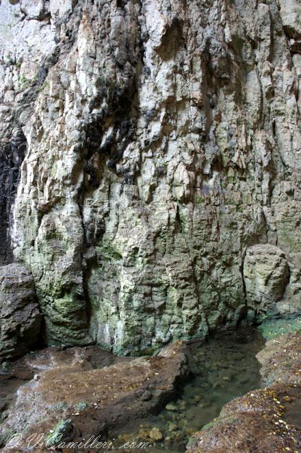 Болгария. Водоем в пещере Деветашка