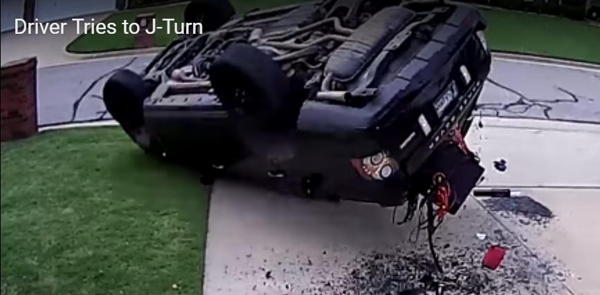 Водитель перевернул Range Rover, пытаясь сделать эффектный разворот