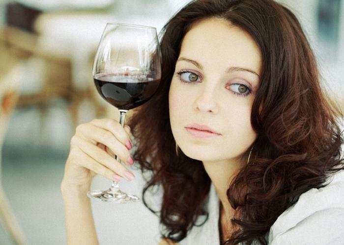 Все женщины делятся на два типа: предпочитающие красное вино или белое